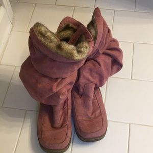 Suede scrunch boots with fur lining